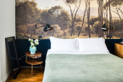 Buonanotte Colosseo double bed and lamp